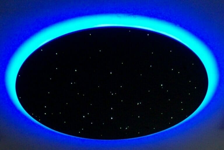 Star ceiling disk with rim lighting